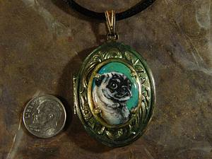 Locket pug_0201 closeup